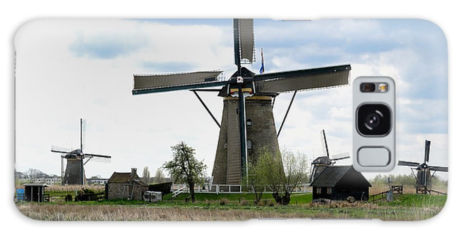 Kinderdijk Galaxy S8 Case featuring the photograph Kinderdijk Windmills by Soon Ming Tsang