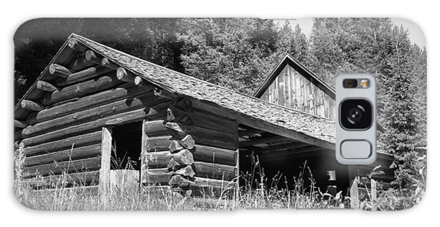 Cabin Galaxy Case featuring the photograph Abandoned Homestead by Richard Rizzo