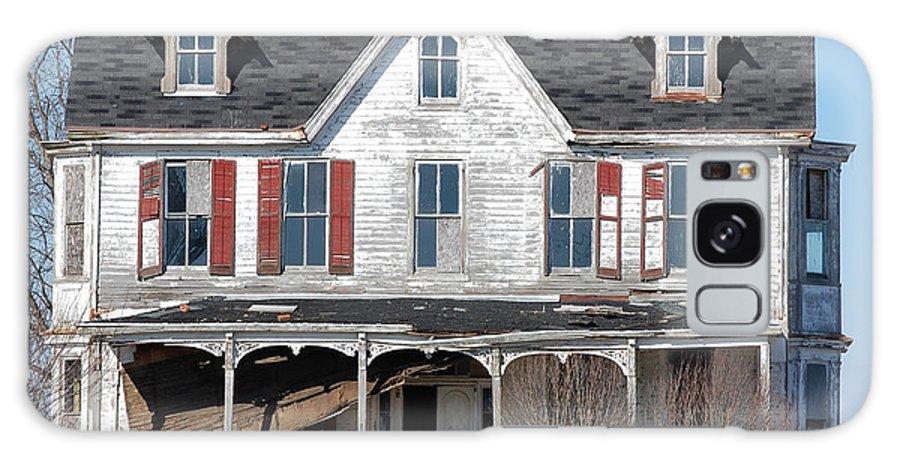 Farmhouse Galaxy S8 Case featuring the digital art Abandoned by Richard Ortolano