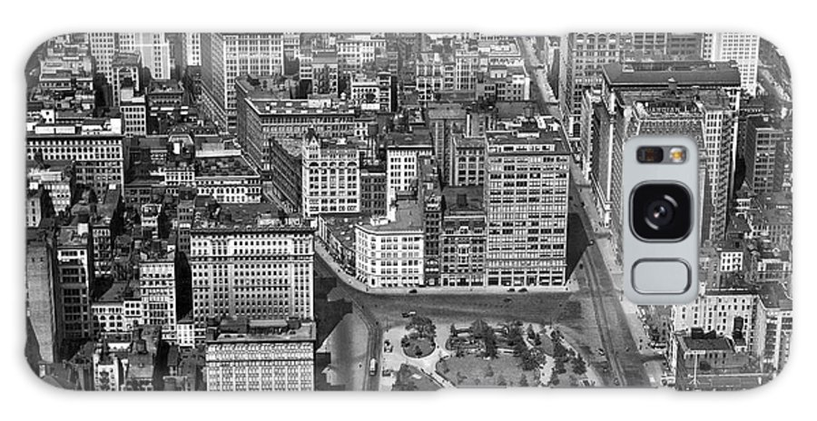 1920s Galaxy S8 Case featuring the photograph Aerial View Of Union Square by Underwood Archives