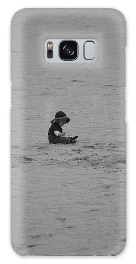 Black And White Galaxy S8 Case featuring the photograph Baby In The Sand by Rob Hans