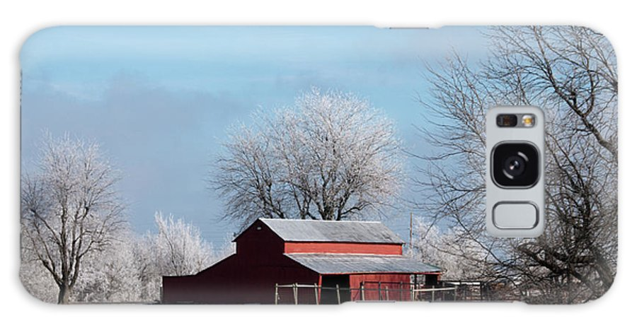 Barn Galaxy S8 Case featuring the photograph Barn On Frosty Morn by David Arment