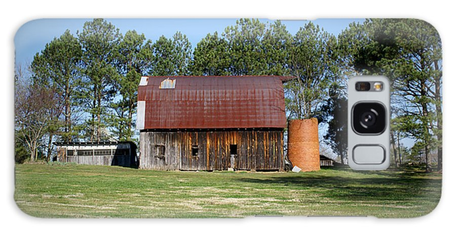 Barn Galaxy S8 Case featuring the photograph Barn With Tree In Silo by Douglas Barnett