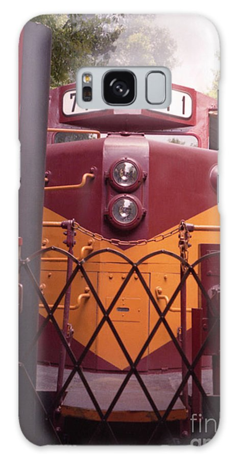 Trains Galaxy S8 Case featuring the photograph Big Red by Richard Rizzo