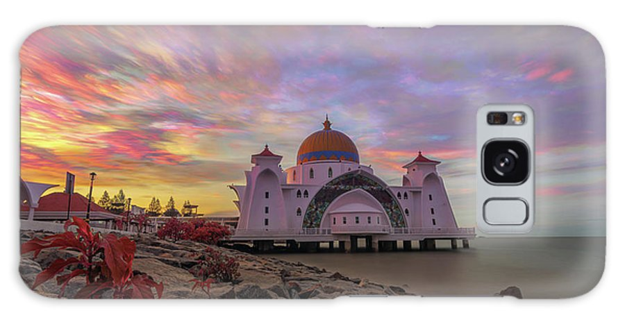 Malacca Galaxy S8 Case featuring the photograph Brush Stroke Cloud Over Selat Mosque by Kamrul Arifin Mansor