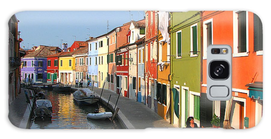 Italy Galaxy S8 Case featuring the photograph Burano Italy by T Guy Spencer