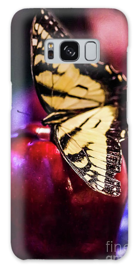 Apple Galaxy S8 Case featuring the photograph Butterfly On Apple by Gerald Kloss