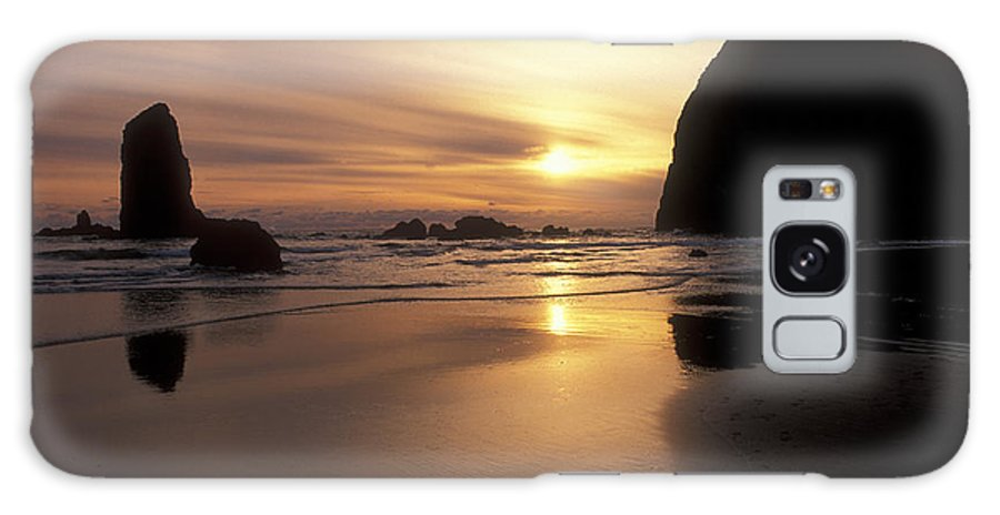 Waterscapes Galaxy S8 Case featuring the photograph Cannon Beach Sunset-oregon by Sandra Bronstein