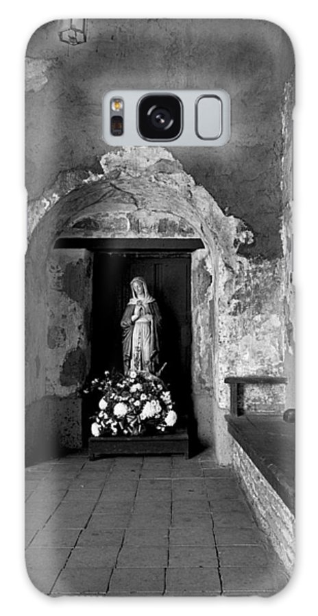 San Juan Capistrano Galaxy S8 Case featuring the photograph Capistrano Mission Statue by Paul W Faust - Impressions of Light