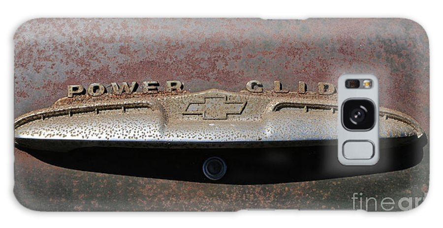 Classic Cars Galaxy S8 Case featuring the photograph Chevy Power Glide Trunk Emblem by Kevin McCarthy