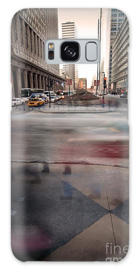 Chicago Galaxy S8 Case featuring the photograph Chicagoans Rushing To Get Home by Sven Brogren