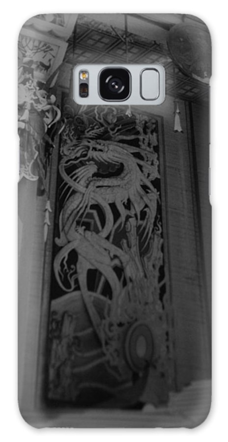 Black And White Galaxy S8 Case featuring the photograph Chinese Theater by Rob Hans