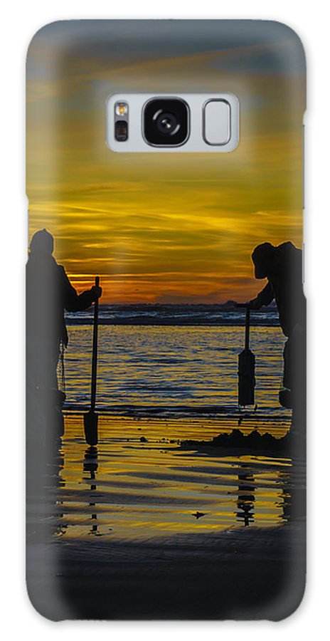 Award Winning Photo Galaxy S8 Case featuring the photograph Clam Dig Pair by Shannon West