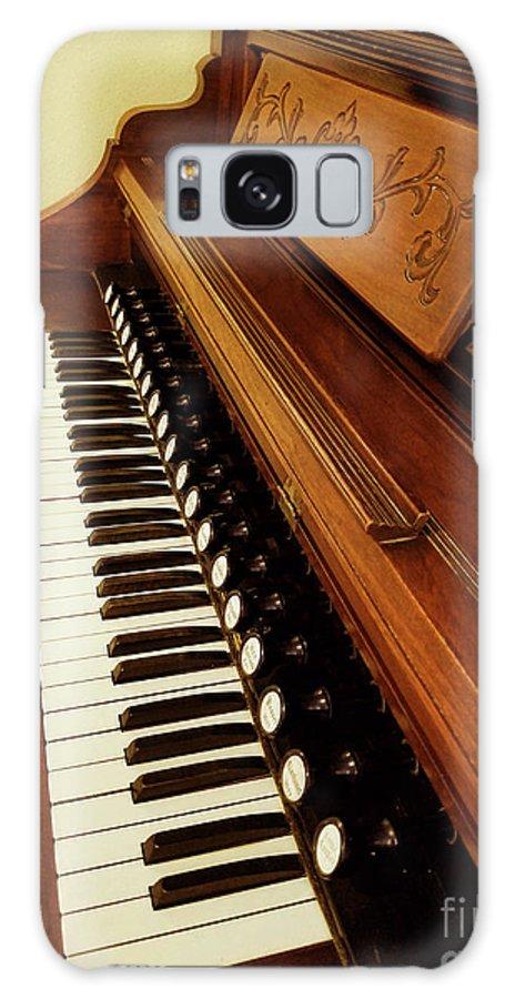 Galaxy S8 Case featuring the photograph Vintage Organ by Linda Carol Case