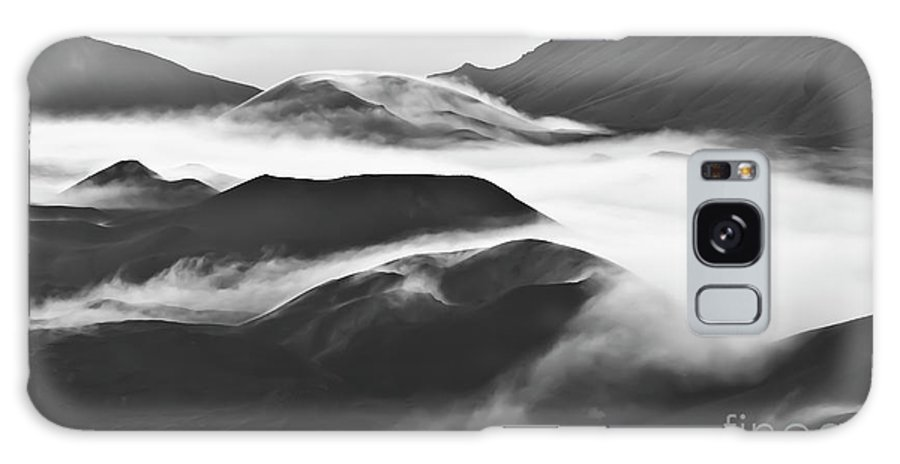 Mountains Galaxy S8 Case featuring the photograph Maui Hawaii Haleakala National Park Clouds In Haleakala Crater by Jim Cazel