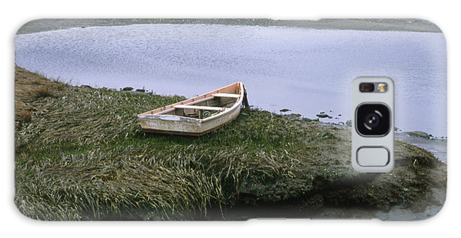 Landscape New England Marsh Row Boat Rye Harbor Galaxy S8 Case featuring the photograph Cnrf0503 by Henry Butz