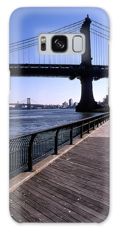 Landscape Manhattan Bridge New York City Galaxy S8 Case featuring the photograph Cnrg0402 by Henry Butz