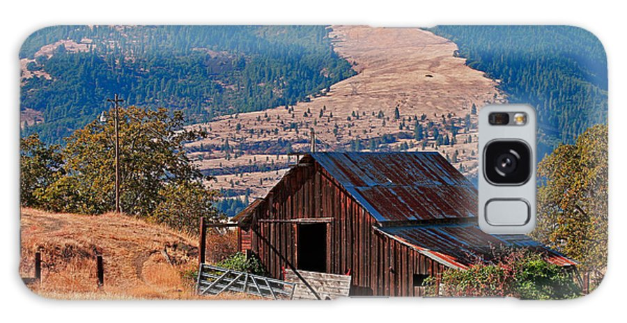 Architecture Galaxy S8 Case featuring the photograph Columbia River Barn by Peter Tellone