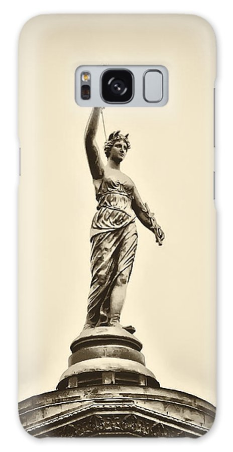 Philadelphia Galaxy S8 Case featuring the photograph Columbia Statue Atop Memorial Hall by Bill Cannon