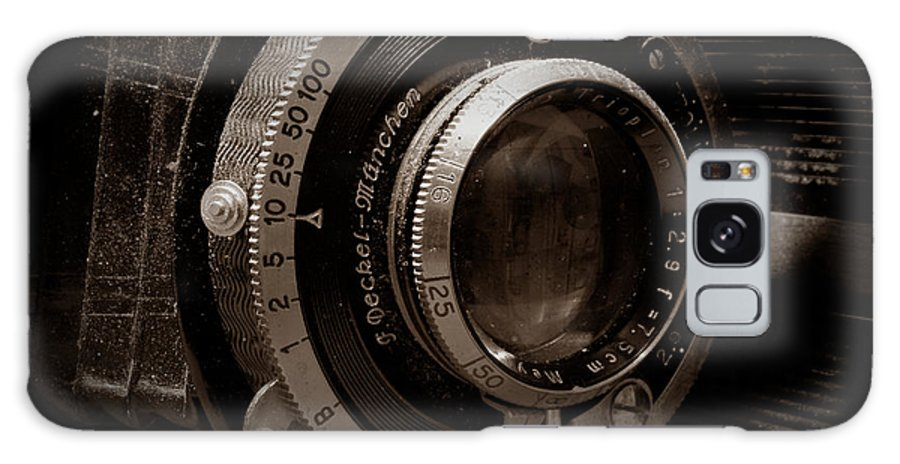 Camera Galaxy S8 Case featuring the photograph Compur Relic by Scott Wyatt