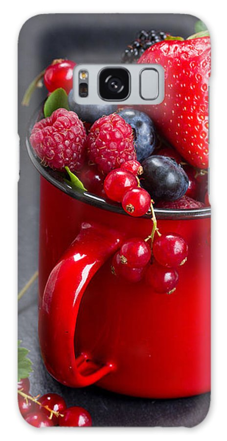 Currant Galaxy S8 Case featuring the photograph Cup Of Fresh Berries by Anastasy Yarmolovich