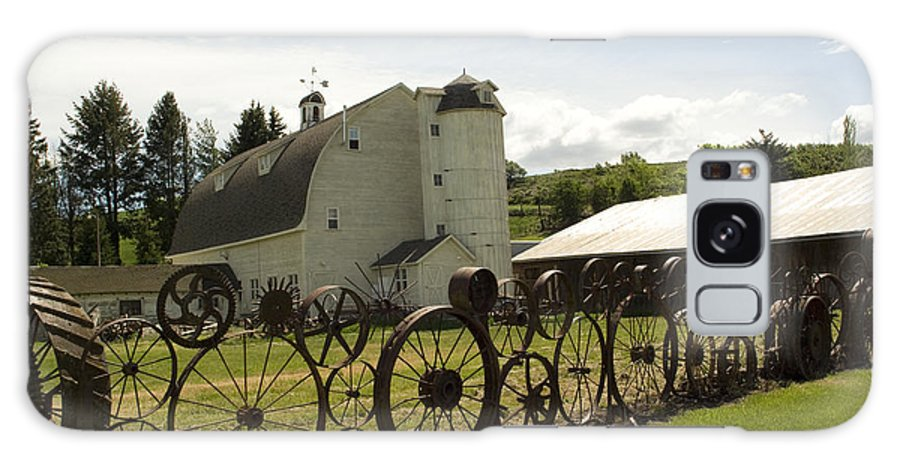 Historic Barn Galaxy S8 Case featuring the photograph Dahmen Barn by Louise Magno