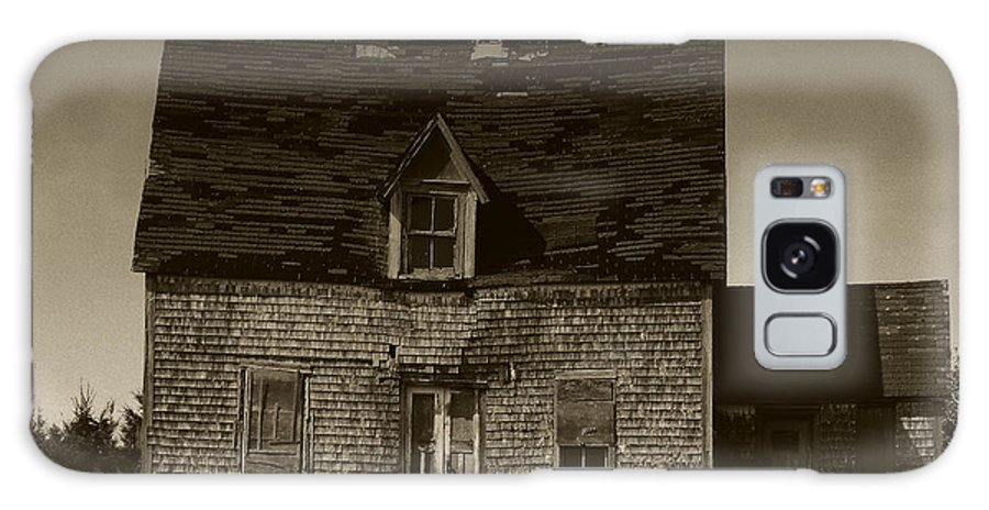 Old House Galaxy S8 Case featuring the photograph Dark Day On Lonely Street by RC DeWinter