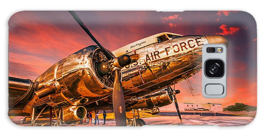 Aircraft Galaxy S8 Case featuring the photograph Dc-3 In Surreal Evening Light by Philip Rispin