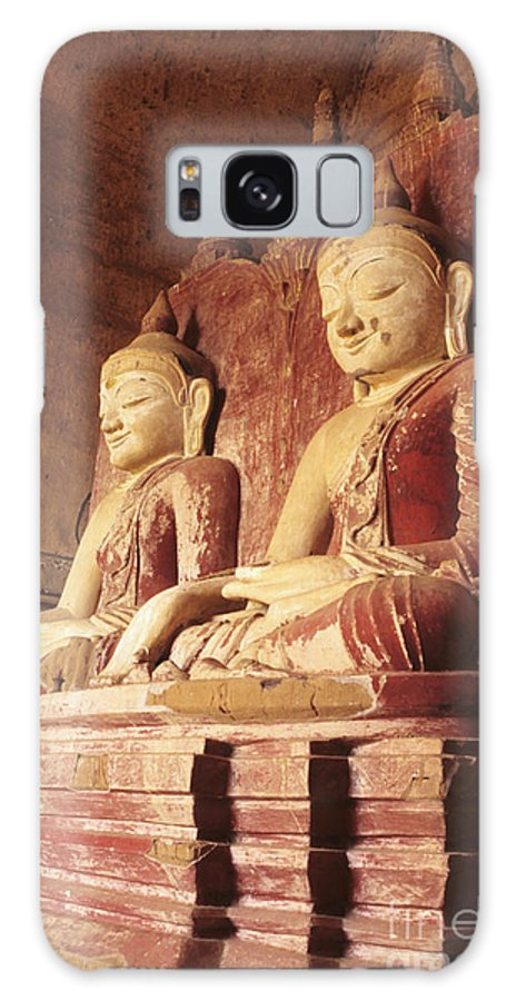 Angle Galaxy S8 Case featuring the photograph Dhammayangyi Temple Buddhas by Gloria & Richard Maschmeyer - Printscapes