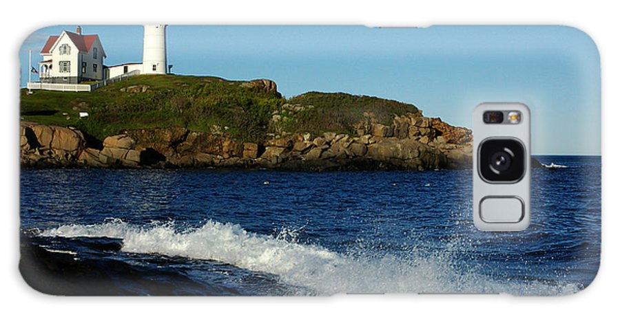 Landscape Lighthouse Nautical New England Cape Neddick Nubble Light Galaxy S8 Case featuring the photograph Dnre0608 by Henry Butz