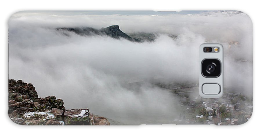Castle Rock Galaxy S8 Case featuring the photograph Drfiting Fog by Andrew Terrill