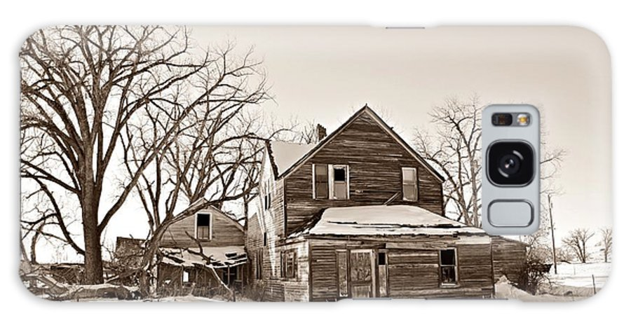 Eastern Montana Farmhouse Sepia Galaxy S8 Case featuring the photograph Eastern Montana Farmhouse Sepia by Chalet Roome-Rigdon