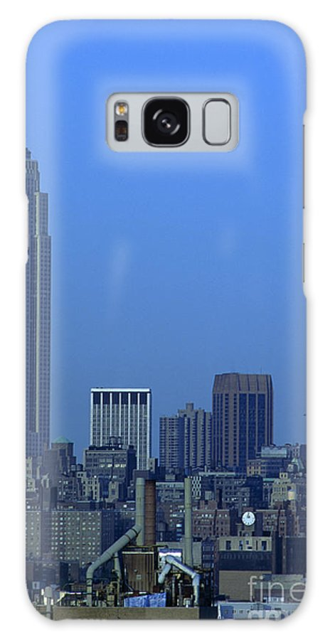 Empire State Building Dusk New York City Galaxy S8 Case featuring the photograph Empire State Building Dusk New York City by Antonio Martinho