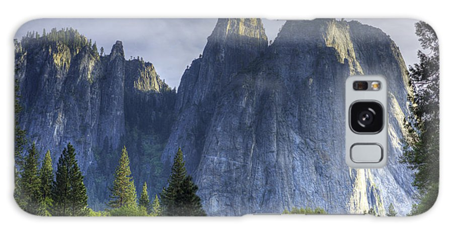 Yosemite Valley Galaxy S8 Case featuring the photograph Evening In Valley by Charles Meador