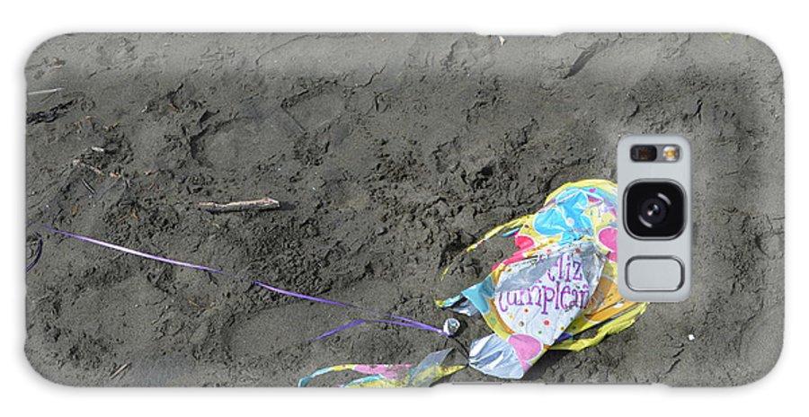 Feliz Cumpleanos Galaxy S8 Case featuring the photograph Feliz Cumpleanos Mylar On The Beach by Erik Burg