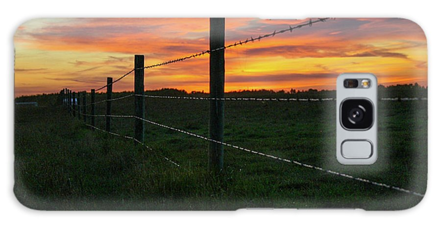 Landscapes Galaxy S8 Case featuring the photograph Fencline Sunset by Shelly Priest