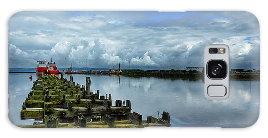 Firth Of Forth Galaxy S8 Case featuring the photograph Firth Of Forth by Ger Determan