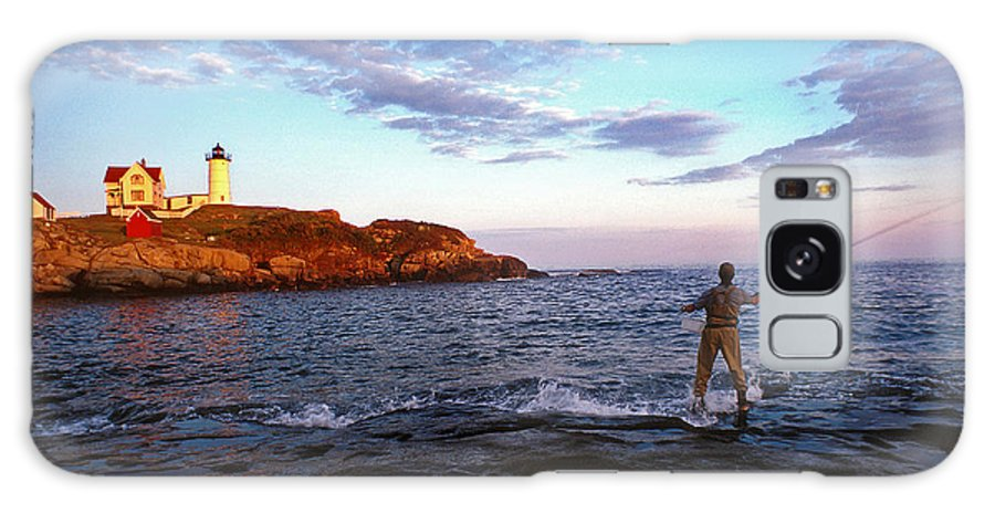 Lighthouse Galaxy S8 Case featuring the photograph Fishing The Nubble by Skip Willits
