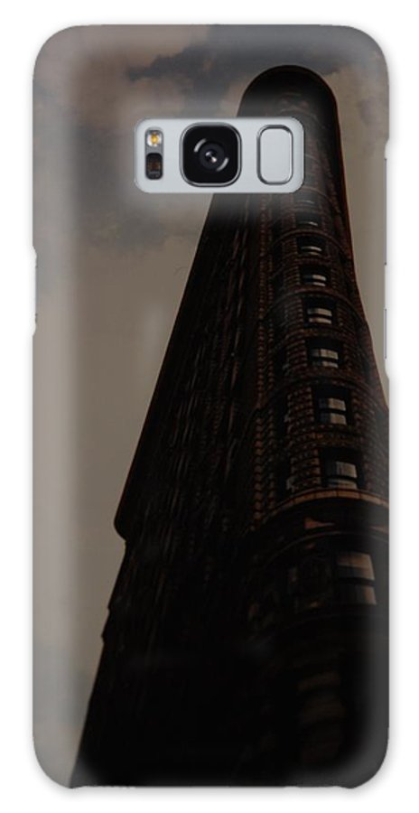 Flat Iron Building Galaxy S8 Case featuring the photograph Flat Iron Building by Rob Hans