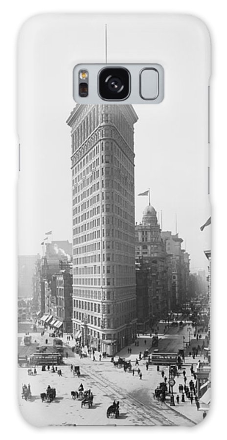 Flatiron Building Galaxy S8 Case featuring the photograph Flatiron Building - Vintage New York - 1902 by War Is Hell Store