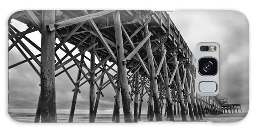 Folly Beach Galaxy S8 Case featuring the photograph Folly Beach Pier Black And White by Dustin K Ryan