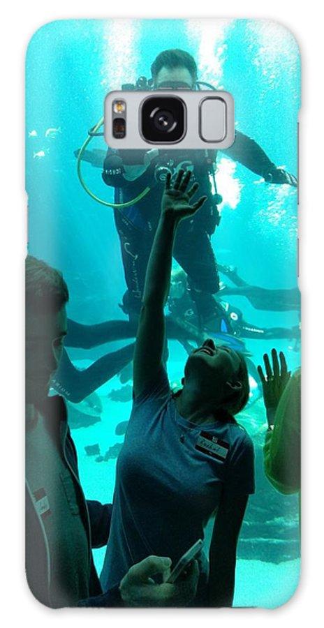 Georgia Galaxy S8 Case featuring the photograph Ga Aquarium Scuba by Rick Lecture