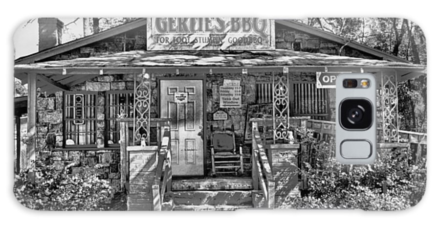 Gertie's Bbq Galaxy S8 Case featuring the photograph Gertie's A Weekend Tradition by Frank Feliciano