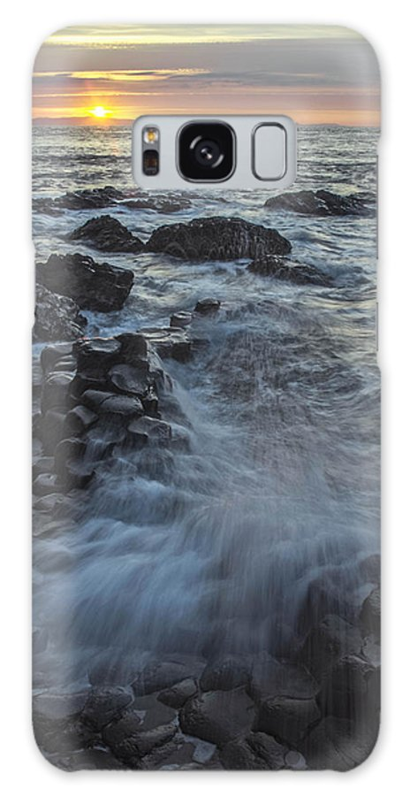 Ireland Galaxy S8 Case featuring the photograph Giant's Sunset by Peggy Bell