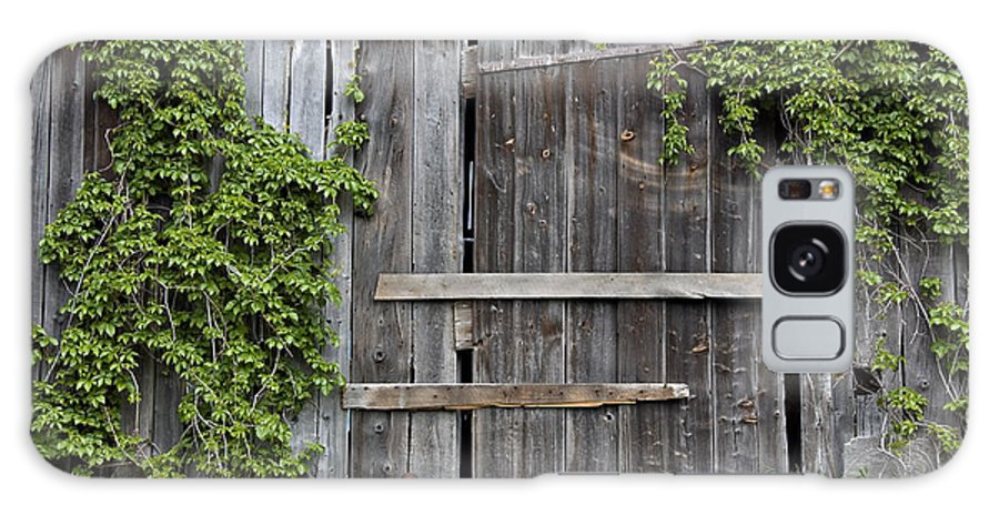 Barn Doors Galaxy S8 Case featuring the photograph Glengarry Barn Doors by Jacqueline Milner