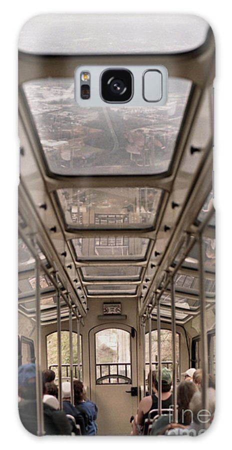 Cable Car Galaxy S8 Case featuring the photograph Going Down by Richard Rizzo