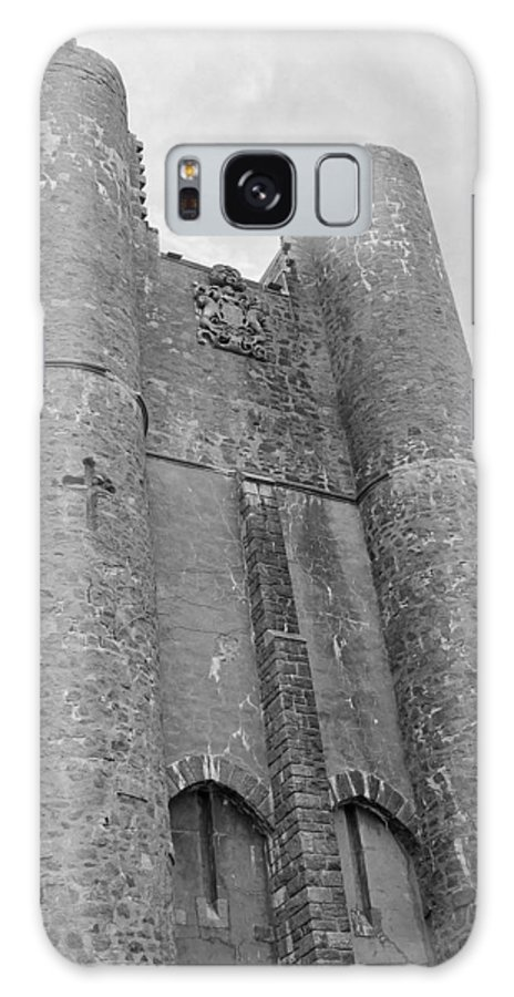 Hammond Castle Galaxy S8 Case featuring the photograph Hammond Castle Detail - Black And White by Suzanne Gaff
