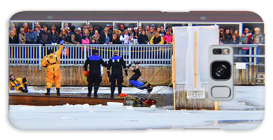 2018 Polar Dip Galaxy S8 Case featuring the photograph Heads Up by Joseph F Safin