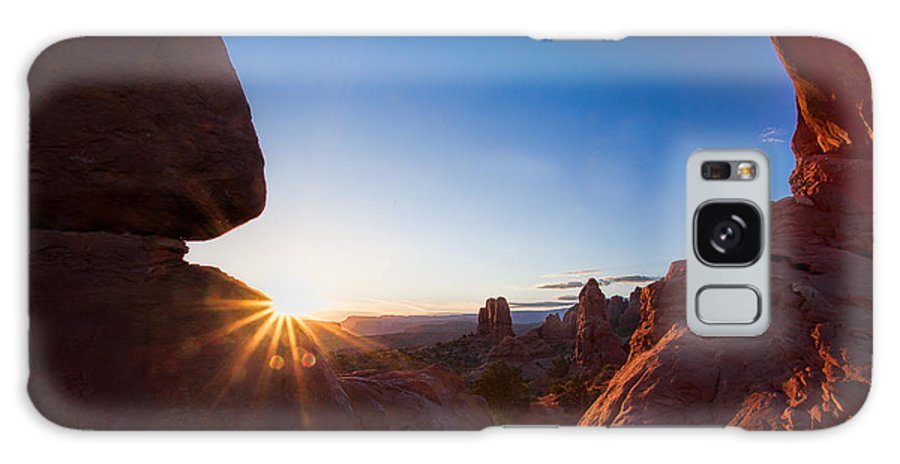Arches National Park Galaxy S8 Case featuring the photograph Here Comes The Sun by Jim Garrison