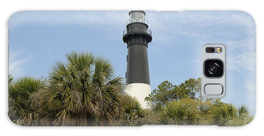 Hunting Island Galaxy S8 Case featuring the photograph Hunting Island Lighthouse by Darrell Young